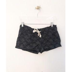 roxy / casual beach summer black rope tie shorts
